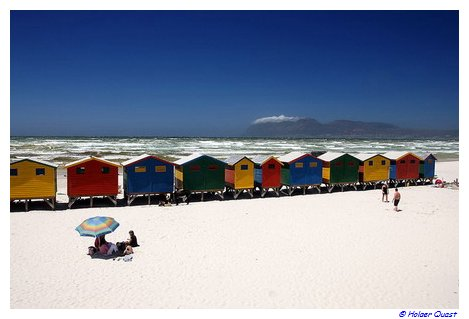 bunte strandh uschen muizenberg bunte umkleidekabinnen in muizenberg st james kabhalbinsel. Black Bedroom Furniture Sets. Home Design Ideas