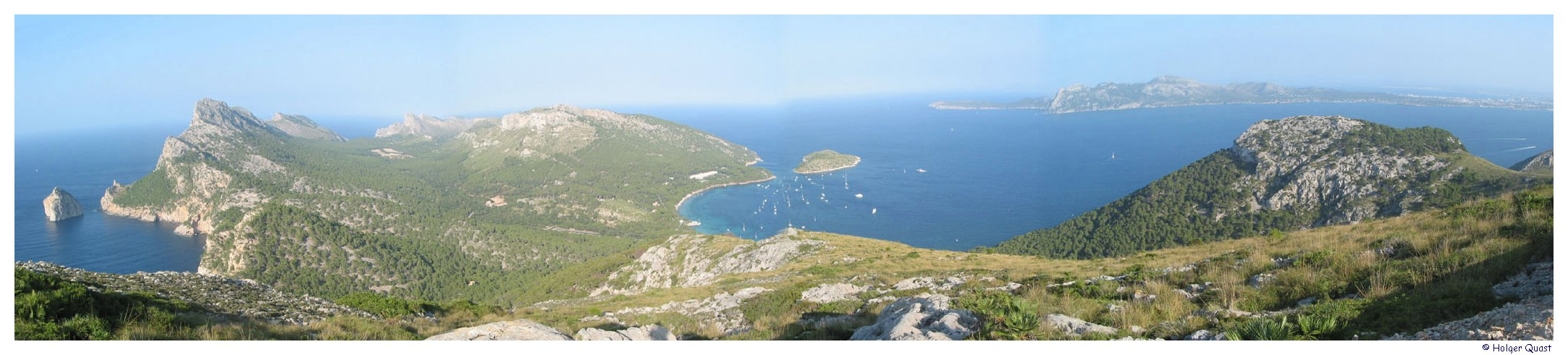 Blick vom Mirador Es Mal Pas auf Cap de Formentor und der Bucht von ...
