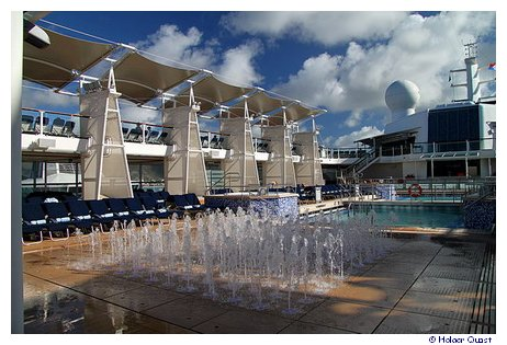 Pooldeck der Celebrity Equinox