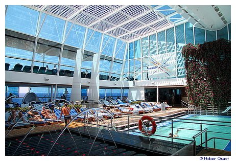 Indoor Pool der Celebrity Equinox