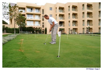 Putting Green in CS Sao Rafael Suite Hotel Albufeira